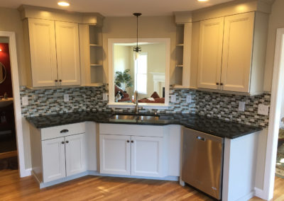 backsplash-white-cabinets